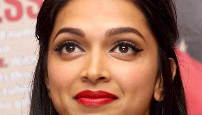 Mooie oogmakeuptutorial geïnspireerd door Deepika Padukone