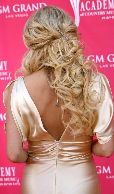10 krásnych Updos pre dlhé kučeravé vlasy
