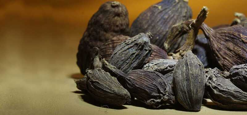 14 millors beneficis del Cardamom Negre (Kali Elaichi) per a la pell, el cabell i la salut