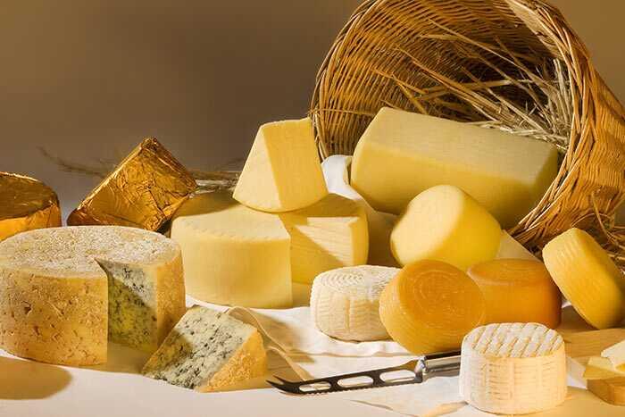 14 beste voordelen van kaas voor huid, haar en gezondheid