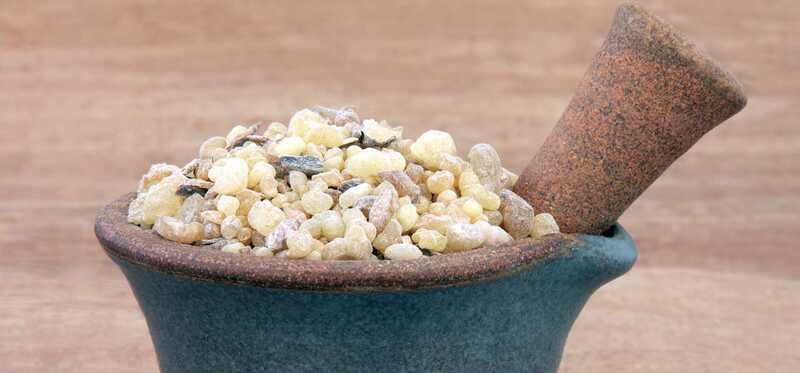 40 fantastiske fordele ved Frankincense-olie til hud, hår og sundhed