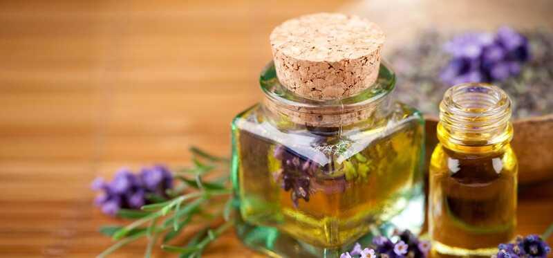 20 bedste fordele ved lavendel til hud, hår og sundhed