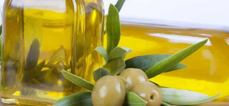 7 csodálatos előnye az Extra Virgin olívaolajnak a bőrön, a hajon és az egészségen