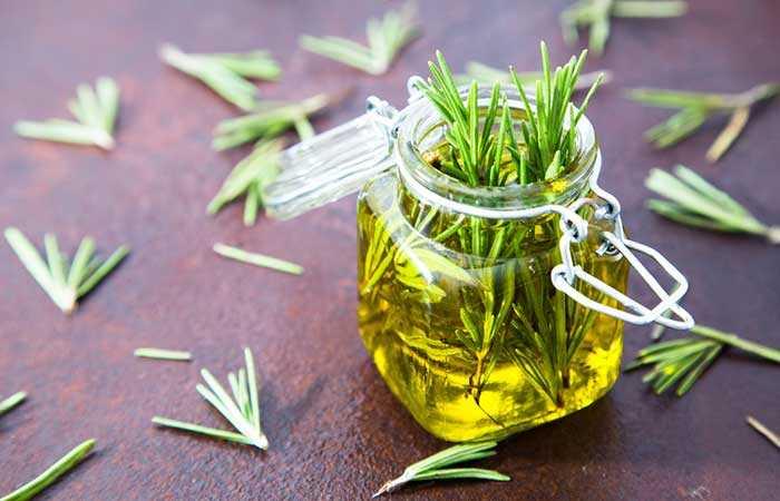 15 bedste fordele ved Rosemary-olie til hud og sundhed