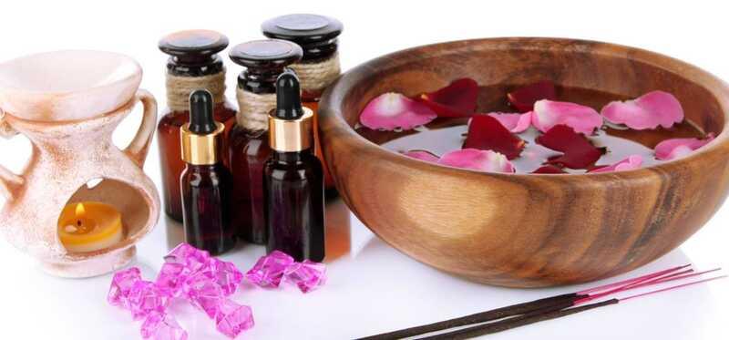 4 avantatges més populars de Rosewater per als vostres ulls
