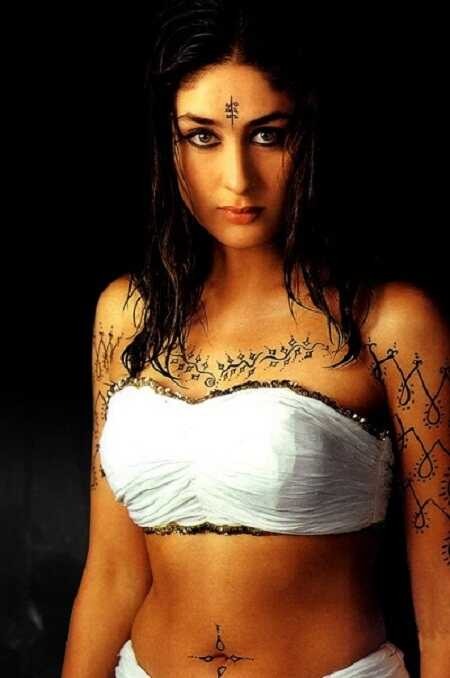 kareena-kapoor-black-underwear-in-asoka-movie